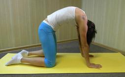 Упражнение РАССЛАБЛЕНИЕ СПИНЫ НА КОЛЕНЯХ