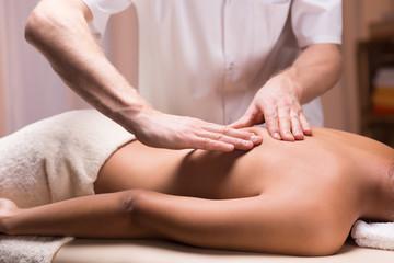 лечебный массаж спины