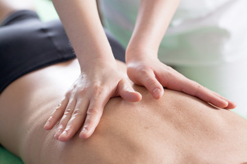 массаж позвоночник