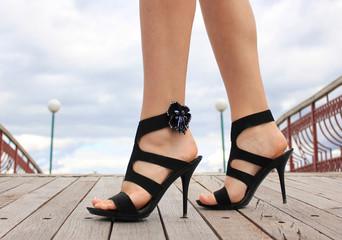летняя обувь ноги