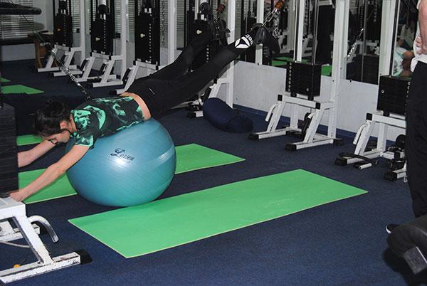 лечебные упражнения для поясницы и бедра